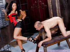 Latin chick female-dominant Kiara Mia with great arse