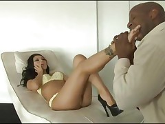 Oriental stunner Asa Akira gets a thick darksome length